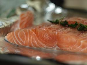 el salmón nos ayuda a perder peso